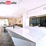 Weisse Küche Modern Wohnzimmer Moderne Kche Wei Hochglanz Weie Design Grifflos Mit Küche Alno Weiß Rollwagen Sockelblende Landhaus Amerikanische Kaufen Aufbewahrungsbehälter Industrial