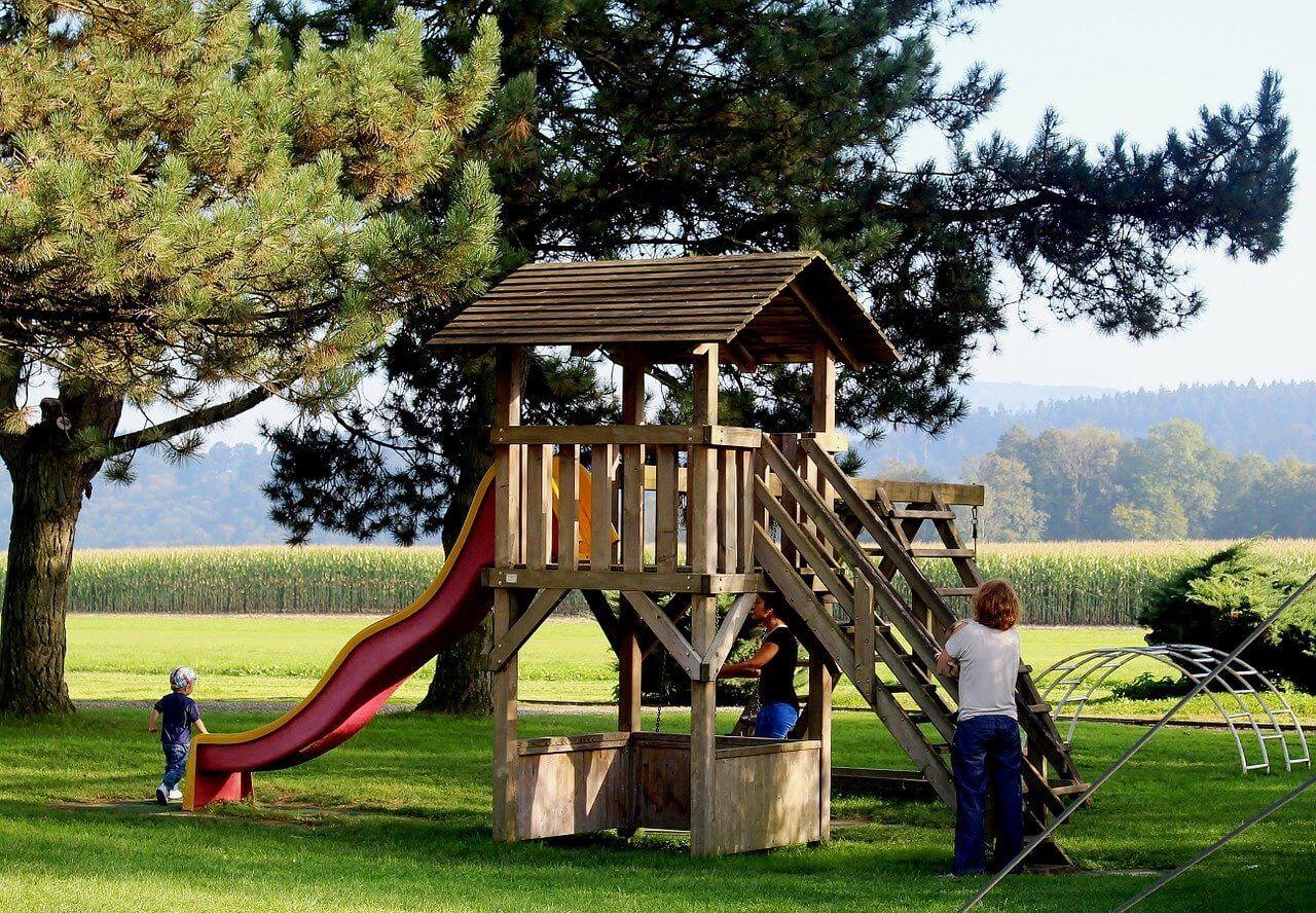 Full Size of Spielturm Abverkauf Mit Schaukel Und Rutsche Spielparadies Fr Zuhause Inselküche Bad Kinderspielturm Garten Wohnzimmer Spielturm Abverkauf