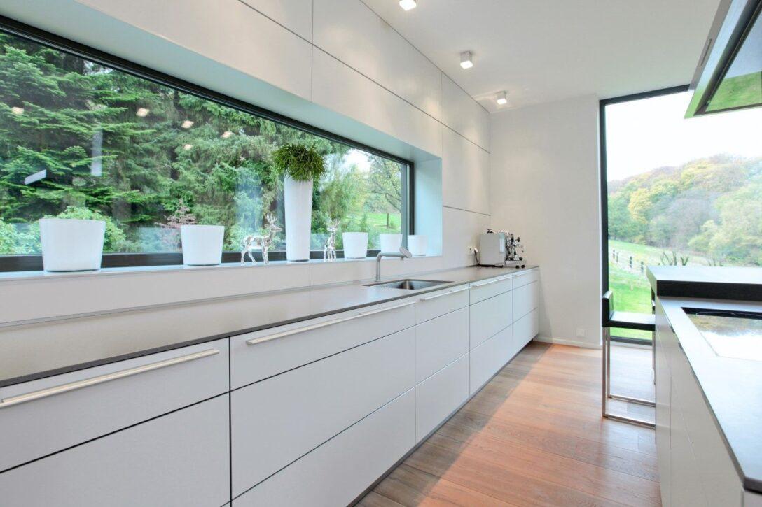 Large Size of Küchenblende Sehr Langes Sideboard Mit Viel Arbeitsflche Ideen Rund Eckfenster Wohnzimmer Küchenblende