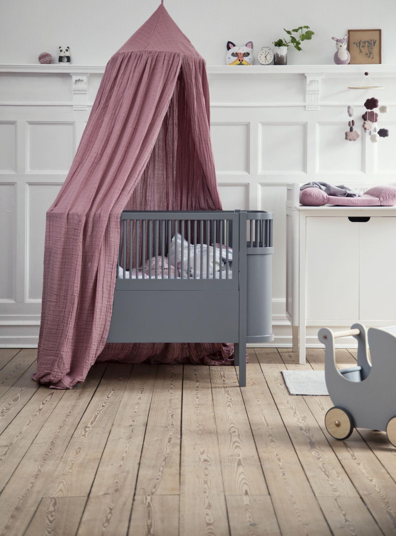 Full Size of Coole Kinderbetten Babybett Im Skandinavischen Design Online Kaufen Kleine Fabriek Betten T Shirt Sprüche T Shirt Wohnzimmer Coole Kinderbetten
