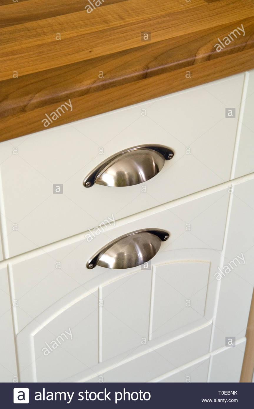Full Size of Küchenschrank Griffe Nahaufnahme Einer Kchenschrank Mit Chrom Stockfoto Möbelgriffe Küche Wohnzimmer Küchenschrank Griffe