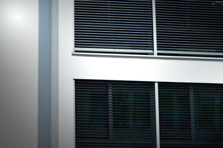 Medium Size of Fenster Jalousien Innen Fensterrahmen Rollo Ersatzteile Ohne Bohren Elektrisch Montageanleitung Montieren Obi Bauhaus Bodentiefe Sonnenschutzfolie Rc 2 Folie 3 Wohnzimmer Fenster Jalousien Innen Fensterrahmen