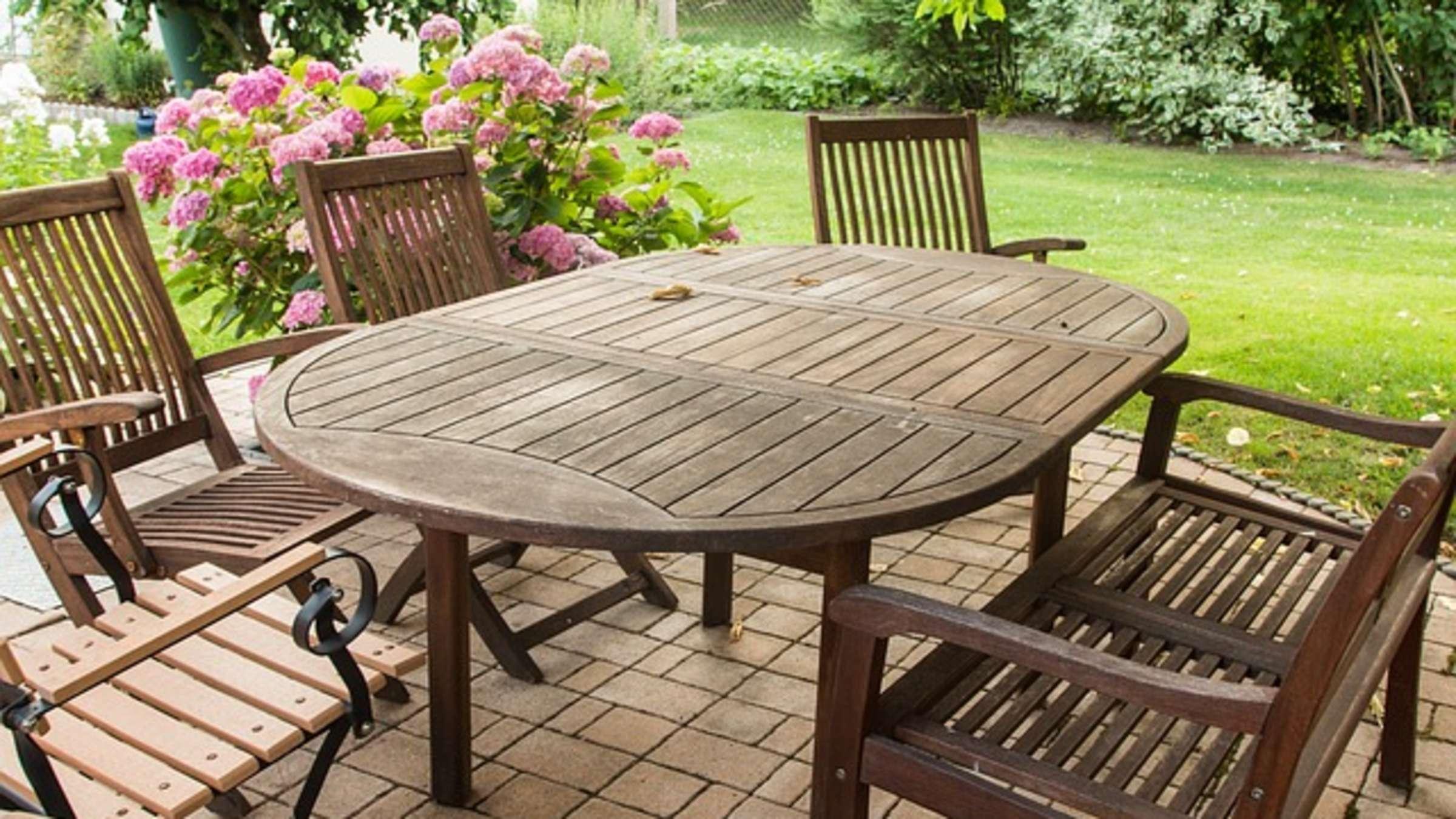 Full Size of Gartenliege Holz Ikea Gartenmbel Und Balkonmbel Reinigen Mit Diesen Hausmitteln Regal Weiß Holztisch Garten Altholz Esstisch Miniküche Massivholz Bett Betten Wohnzimmer Gartenliege Holz Ikea