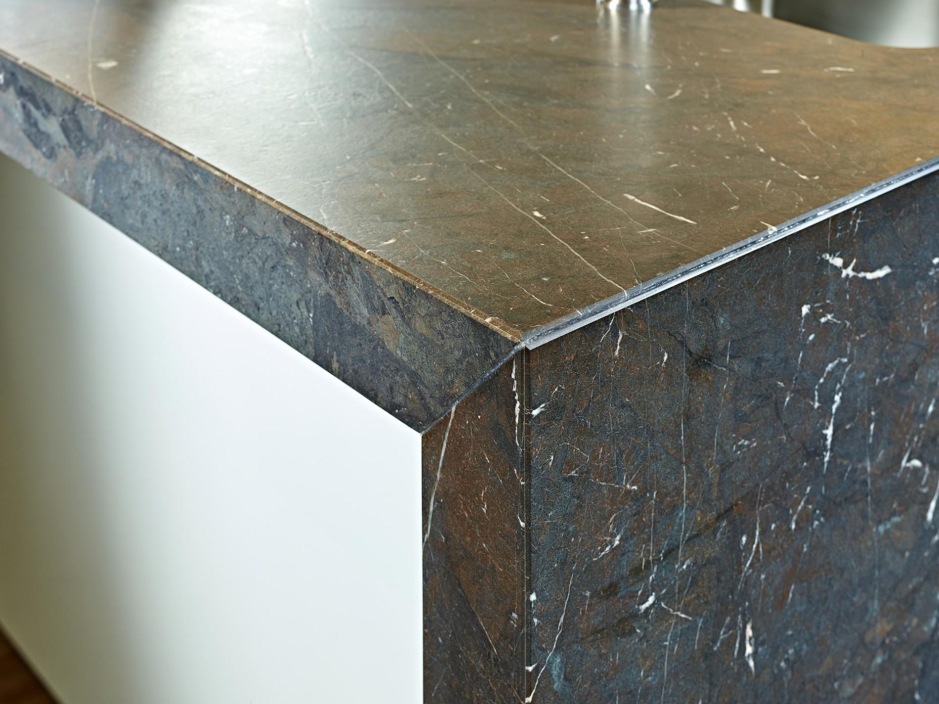 Full Size of Granit Arbeitsplatte Baslimline Inselkche Mit Besonderer Koje Küche Sideboard Arbeitsplatten Granitplatten Wohnzimmer Granit Arbeitsplatte