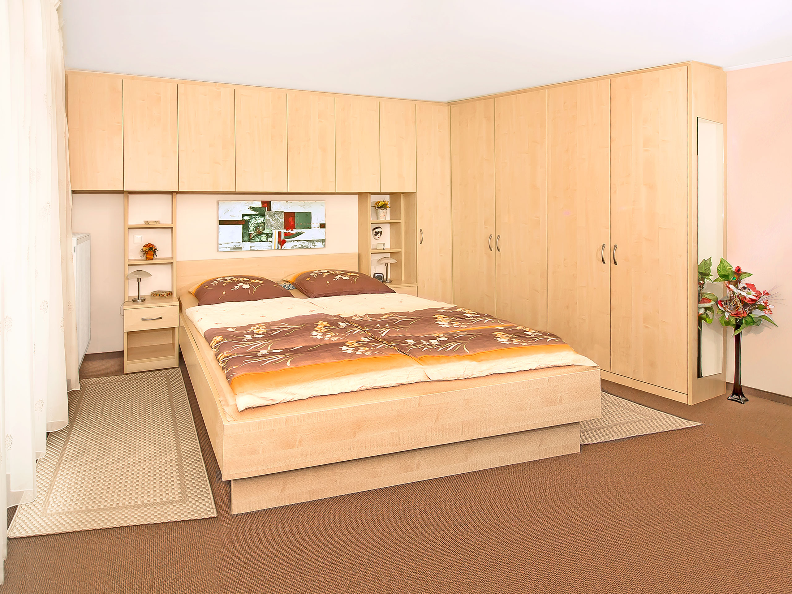 Full Size of Schlafzimmer überbau Behaglich Und Formschn Urbana Mbel Set Landhausstil Gardinen Regal Stuhl Für Komplettes Deko Günstig Wandtattoo Komplett Guenstig Wohnzimmer Schlafzimmer überbau