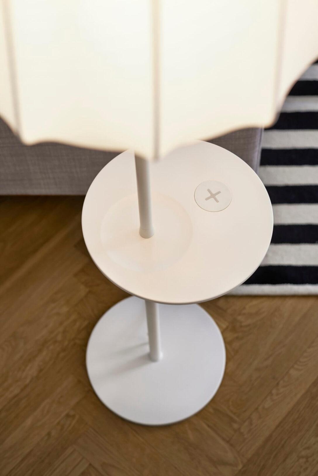 Large Size of Ikea Stehlampe Holz Lampen Und Tische Mit Qi Ladegert Ab April Massivholz Schlafzimmer Fliesen In Holzoptik Bad Esstisch Rustikal Miniküche Holzplatte Bett Wohnzimmer Ikea Stehlampe Holz