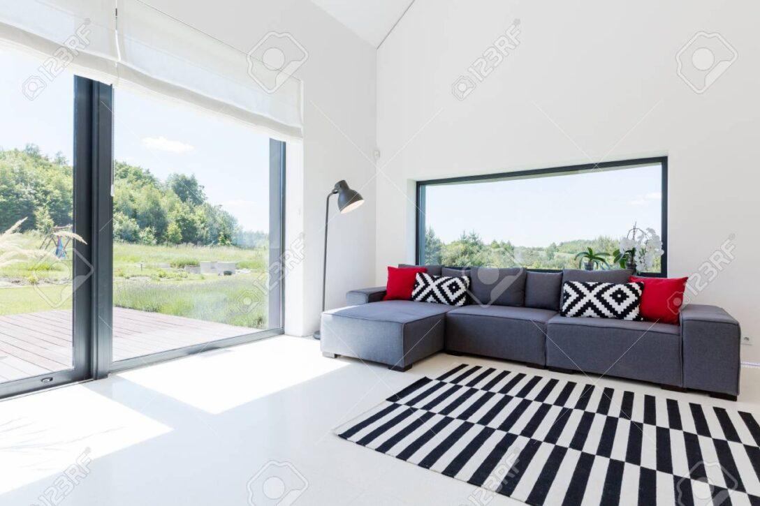 Large Size of Sehr Helles Wohnzimmer In Einem Haus Sofa Bezug Ecksofa Mit Ottomane Garten Großes Bild Regal Bett Wohnzimmer Großes Ecksofa