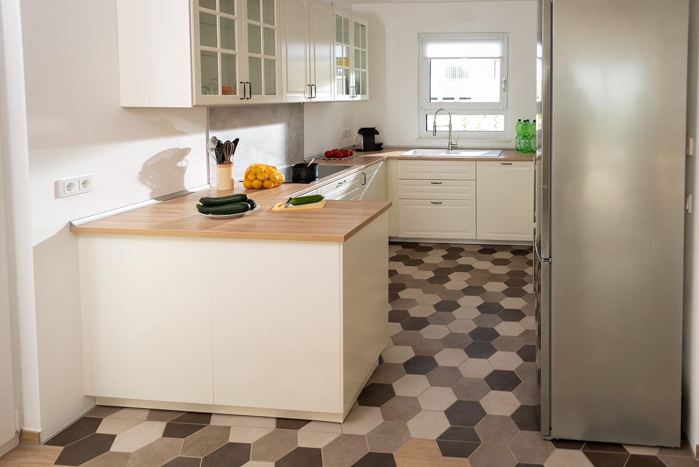 Full Size of Kchenboden Mit Sechseckfliesen Hexagonal Und Charmant Raisch Küche Pendelleuchte Hängeschrank Glastüren Lüftungsgitter Wasserhähne Ikea Miniküche Wohnzimmer Küche Boden