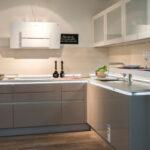 Küche Zweifarbig Wohnzimmer In Unseren Ausstellungskchen Zeigen Wir Ihnen Unsere Unterschrank Küche L Form Sockelblende Aufbewahrungssystem Arbeitsplatte Bodenbeläge Gardinen Für Die
