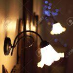 Landhaus Lampen Wohnzimmer Lampen Ber Ein Bett Eines Luxus Platziert Wohnzimmer Landhausküche Grau Stehlampen Esstisch Landhaus Bad Led Landhausstil Sofa Küche Gebraucht Wandregal