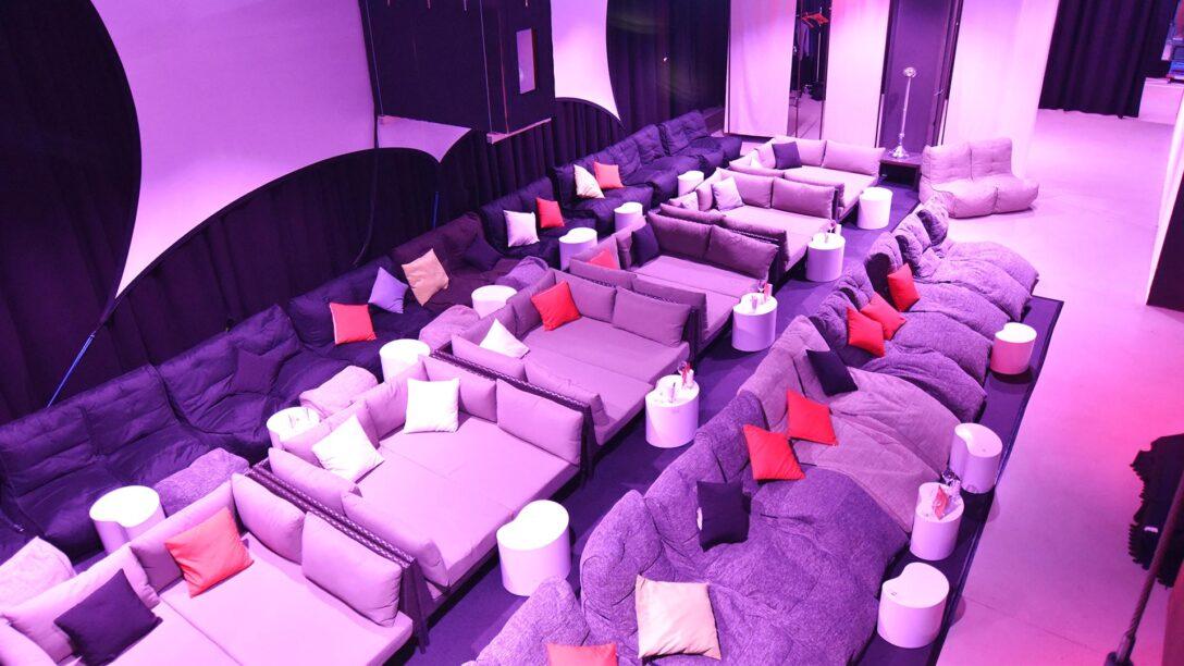 Large Size of Kino Mit Betten Lounge Spielorte Bett 90x200 Lattenrost Und Matratze Sofa Abnehmbaren Bezug Verstellbarer Sitztiefe Team 7 160x200 Musterring Rauch 140x200 Wohnzimmer Kino Mit Betten