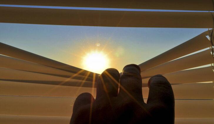 Medium Size of Velux Fenster Einbauen Preise Aluminium Austauschen Sichtschutz Auf Maß Aco Rollo Sicherheitsfolie Folie Einbruchschutz Beleuchtung Jalousien Insektenschutz Wohnzimmer Ersatzteile Velux Fenster