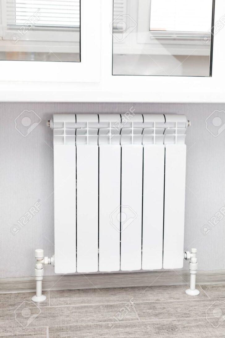Medium Size of Heizkörper Für Wohnzimmer Heizung Wei Heizkrper Im Lizenzfreie Vorhänge Fürs Wohnwand Led Beleuchtung Schrankwand Fototapete Regale Keller Hängeschrank Wohnzimmer Heizkörper Für Wohnzimmer
