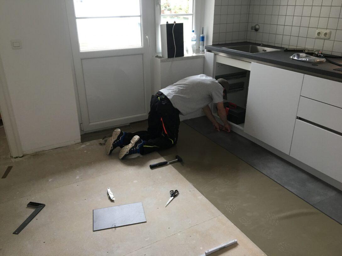Large Size of Home Celina Und Luka Verlegen Ihren Neuen Boden Vinylboden Im Bad Wohnzimmer Badezimmer Vinyl Küche Fürs Wohnzimmer Küchenboden Vinyl