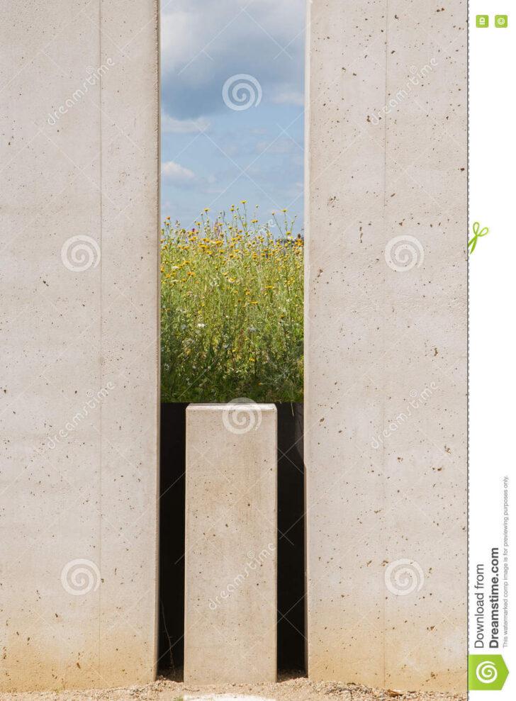 Medium Size of Gartenskulpturen Beton Wohnzimmer Betonoptik Bad Fürs Küche Bett Landhausküche Duschen Esstisch Betonplatte Sofa 180x200 Esstische Wohnzimmer Moderne Gartenskulpturen Beton