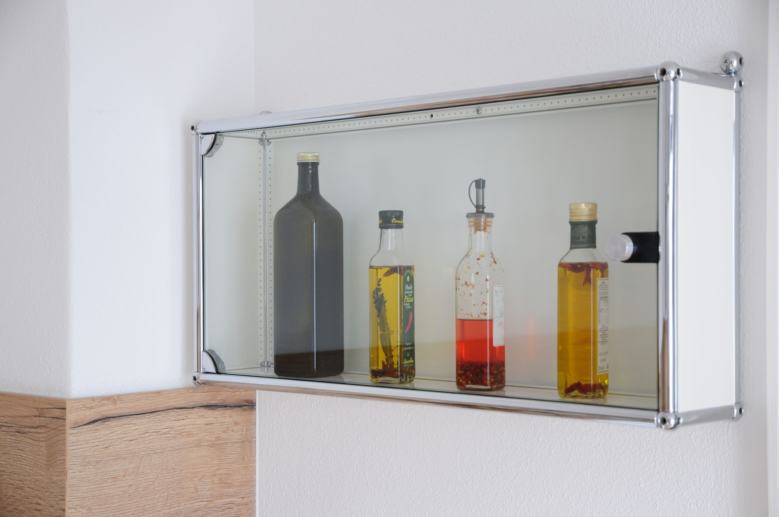 Full Size of Weisser Hngeschrank Glasbilder Bad Küche Glaswand Dusche Glasabtrennung Glastür Hängeschrank Weiß Glastüren Hochglanz Wohnzimmer Esstisch Glas Ausziehbar Wohnzimmer Küchen Hängeschrank Glas
