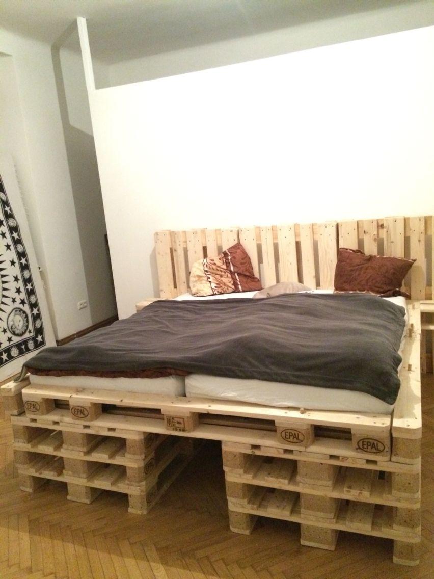 Full Size of Bett Aus Europaletten Palettenbett Selber Bauen Diy Trends Betten Ikea 160x200 Konfigurieren Mit Bettkasten 140x200 Kaufen Holzhaus Garten Esstisch Weiß Wohnzimmer Bett Aus Europaletten