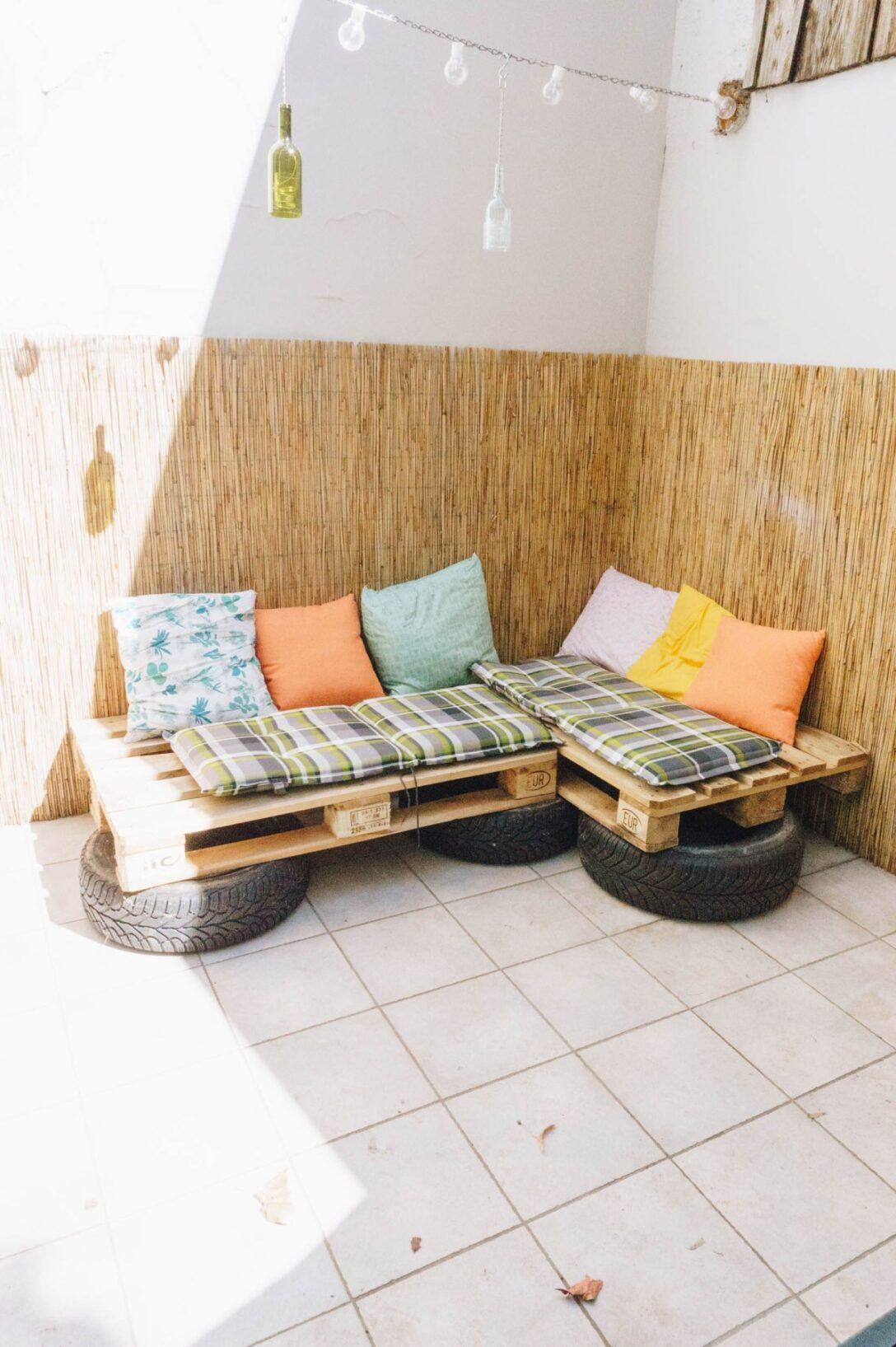Large Size of Couch Terrasse Balkon So Baust Du Eine Aus Europaletten Und Wohnzimmer Couch Terrasse