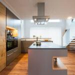 Küche Boden Moderne Kche Mit Holz Einrichtungsprojekte Laserer Tischlerei Eckschrank Miniküche Schnittschutzhandschuhe Landhausküche Gebraucht Blende Wohnzimmer Küche Boden