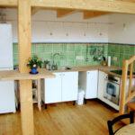 Küchen Fliesenspiegel Mit Handgemalten Gruenen Kacheln Und Borduere Küche Glas Selber Machen Regal Wohnzimmer Küchen Fliesenspiegel