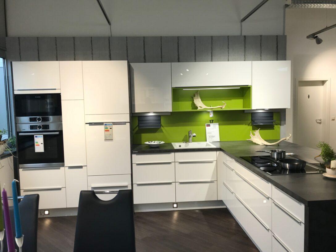 Large Size of Kochinsel Steckdose Moderne Einbaukche Mit Spiegelschrank Bad Beleuchtung Und Küche L Wohnzimmer Kochinsel Steckdose