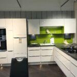 Kochinsel Steckdose Moderne Einbaukche Mit Spiegelschrank Bad Beleuchtung Und Küche L Wohnzimmer Kochinsel Steckdose