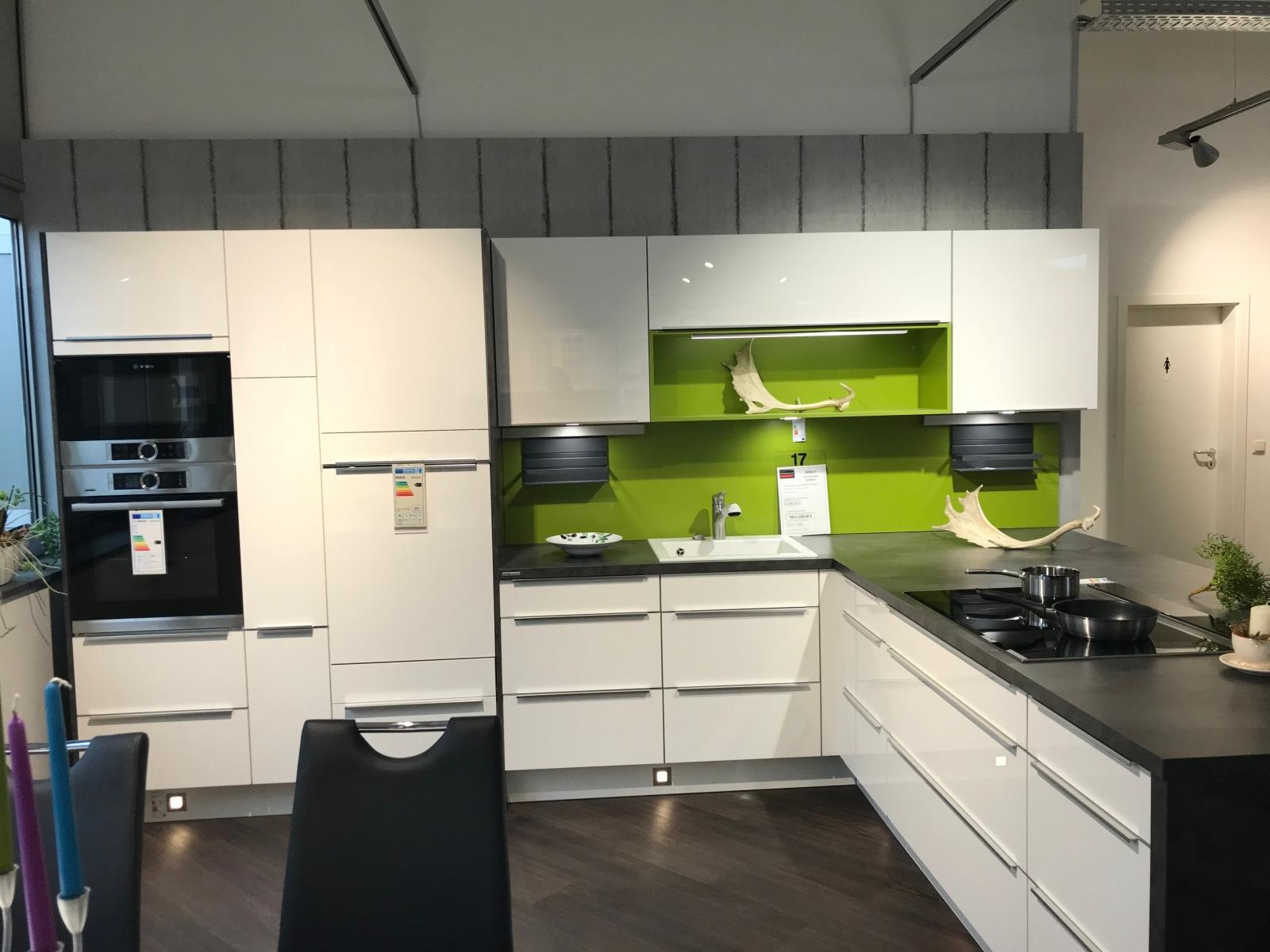 Full Size of Kochinsel Steckdose Moderne Einbaukche Mit Spiegelschrank Bad Beleuchtung Und Küche L Wohnzimmer Kochinsel Steckdose
