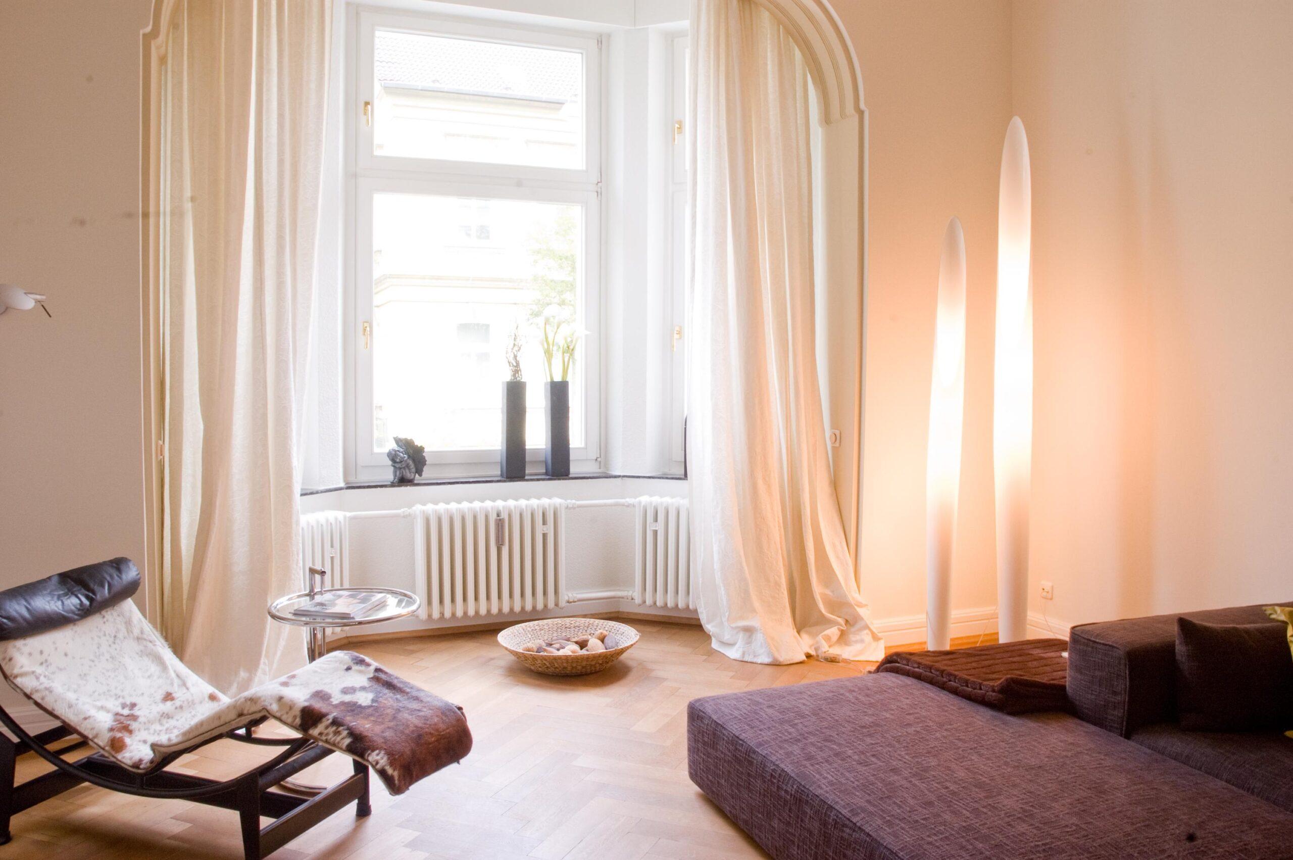 Full Size of Liegestuhl Für Wohnzimmer Ideen Zum Entspannen Bei Couch Deckenleuchte Hussen Sofa Poster Rollos Fenster Regal Kleidung Gardinen Garten Deckenlampen Regale Wohnzimmer Liegestuhl Für Wohnzimmer