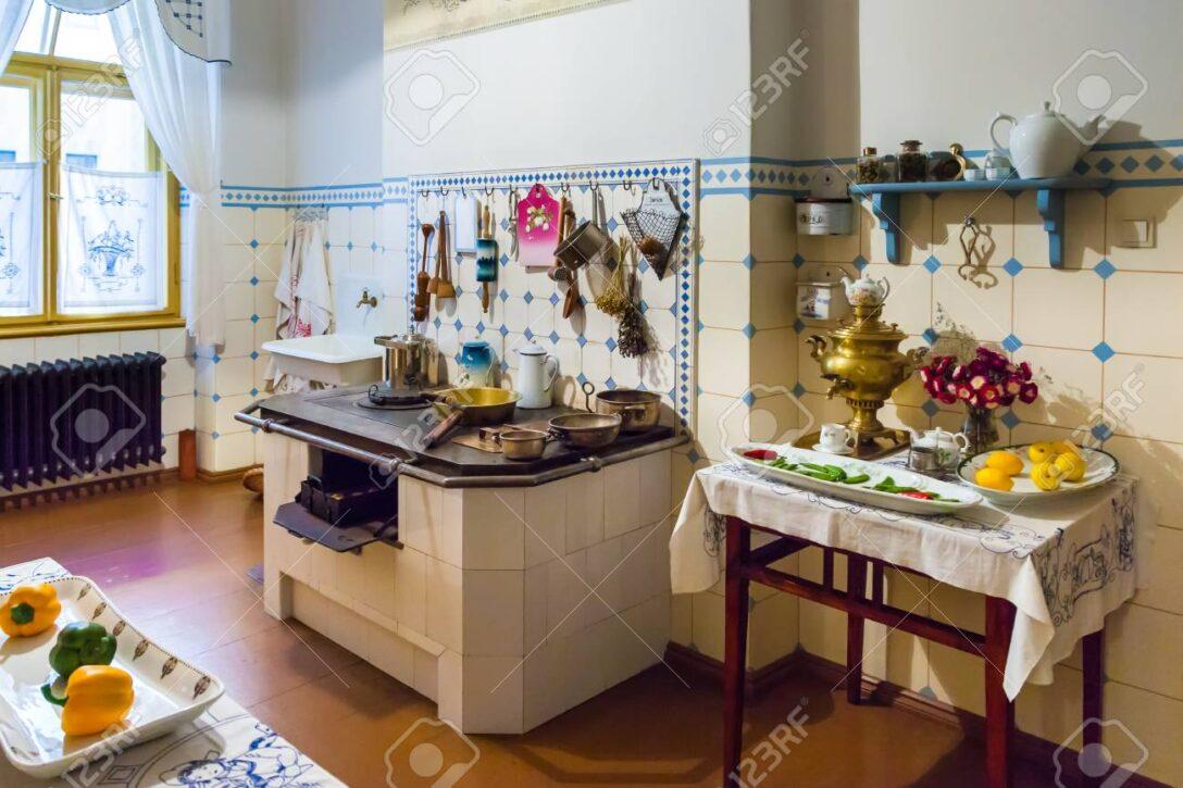 Large Size of Riga Küche Eckschrank Was Kostet Eine Günstig Kaufen Scheibengardinen Kleine L Form Industrial Wandfliesen Abluftventilator Industrielook Anrichte Ohne Wohnzimmer Jugendstil Küche