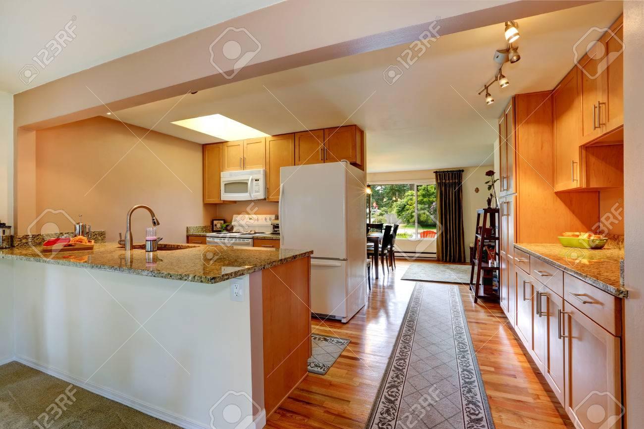 Full Size of Küche Erweitern Weiß Hochglanz Mit Tresen Wandverkleidung Landhausküche Grau Einbauküche Nobilia Beistelltisch Outdoor Wasserhahn Wandanschluss Einrichten Wohnzimmer Küche Teppich