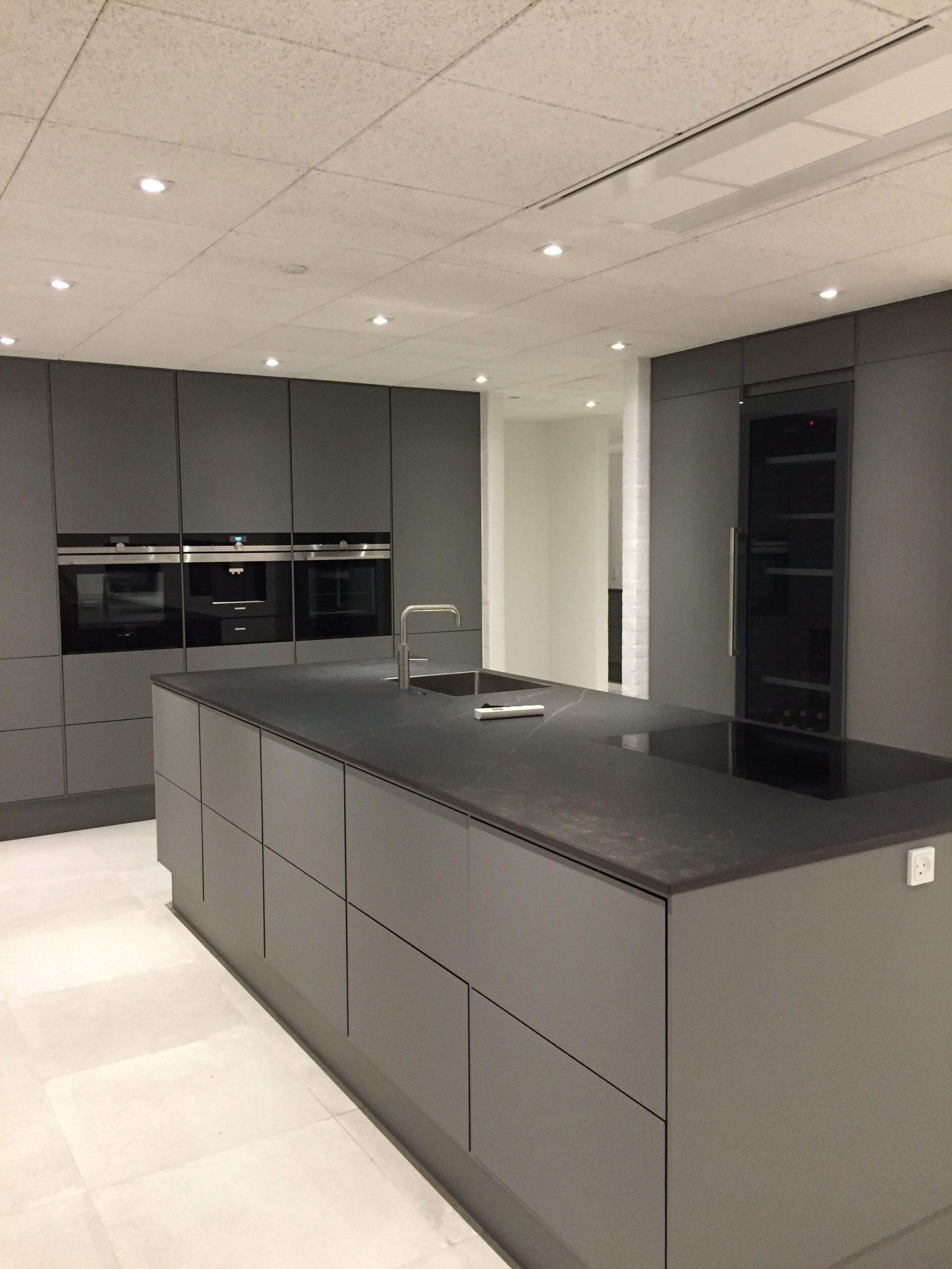 Full Size of Pin Von Yesy Ramirez Auf Casa Villa Real In 2020 Graue Kchen Küchen Regal Wohnzimmer Real Küchen