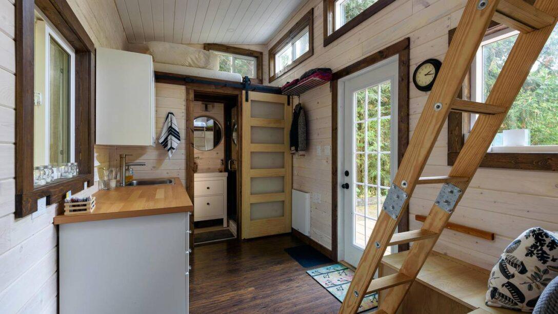 Large Size of Dachgeschosswohnung Einrichten Mini Wohnung Komplett Eingerichtet Auf 24m Video Brigittede Badezimmer Küche Kleine Wohnzimmer Dachgeschosswohnung Einrichten