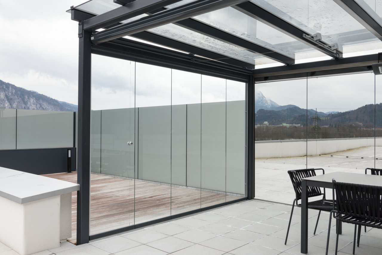 Full Size of Trennwand Balkon Plexiglas Metall Sichtschutz Ikea Holz Ohne Bohren Obi Glas Sondereigentum Glastrennwand Dusche Garten Wohnzimmer Trennwand Balkon