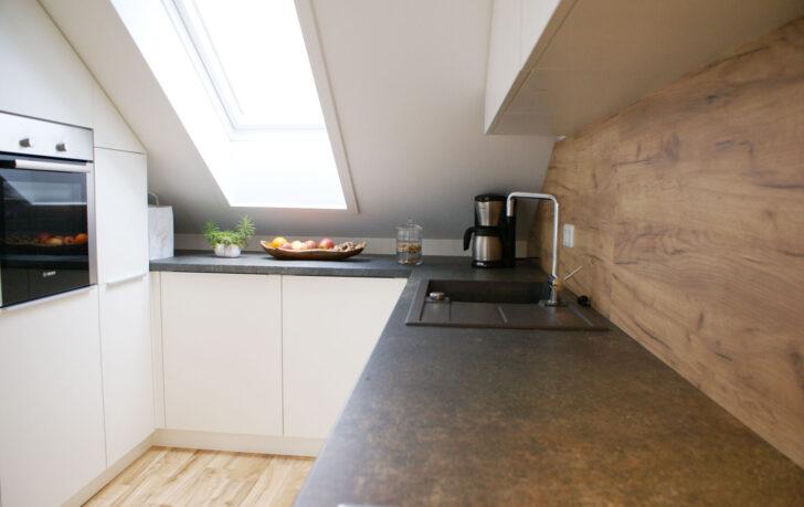 Medium Size of Dachschräge Küche Einbaukche In Dachwohnung Landhausküche Weiß Fototapete Erweitern Salamander Winkel Industrie Gebrauchte Einbauküche Schwarze Wanddeko Wohnzimmer Dachschräge Küche