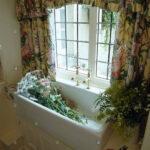 Küchenfenster Gardine Blumen Im Waschbecken Unter Fenster Mit Floral Gardinen Stockfoto Scheibengardinen Küche Für Schlafzimmer Wohnzimmer Die Wohnzimmer Küchenfenster Gardine