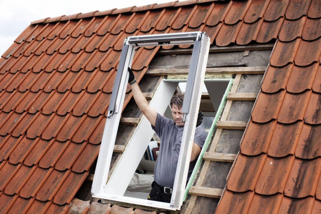 Large Size of Velux Dachfenster Einbauen Preis Einbauanleitung Einbau Kosten Genehmigung Sparrenabstand Firma Anleitung Youtube Deutsch Sparren Entfernen Innenverkleidung Wohnzimmer Dachfenster Einbauen