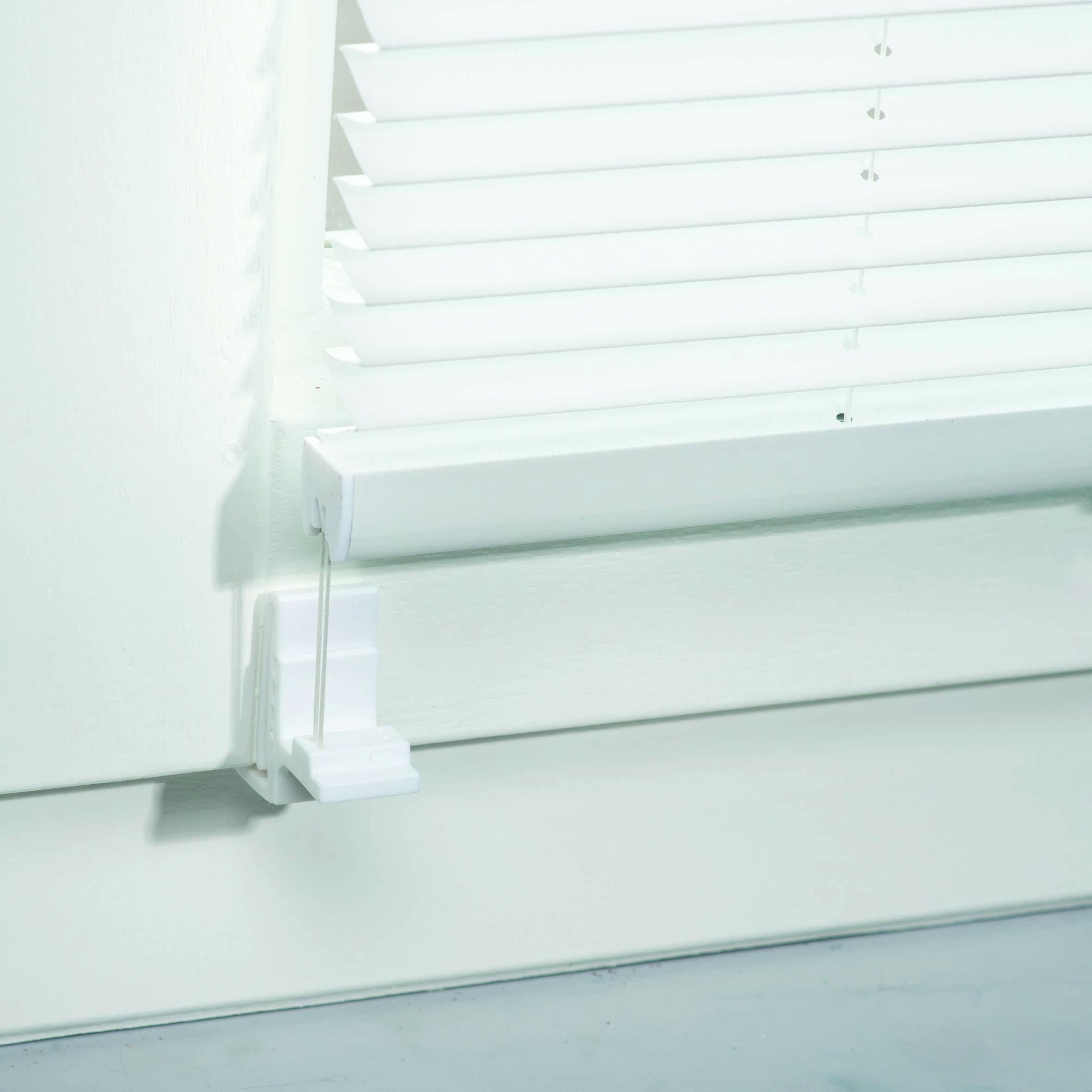 Full Size of Rollos Und Jalousien Anbringen Tipps Tricks Obi Sonnenschutzfolie Fenster Innen Flachdach Insektenschutz Velux Ersatzteile Ebay Insektenschutzrollo Plissee Wohnzimmer Jalousie Innen Fenster