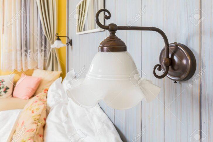 Medium Size of Schlafzimmer Wandleuchte Im Lizenzfreie Fotos Schimmel Klimagerät Für Landhaus Wandleuchten Günstig Komplettes Schranksysteme Lampe Komplett Mit Lattenrost Wohnzimmer Schlafzimmer Wandleuchte