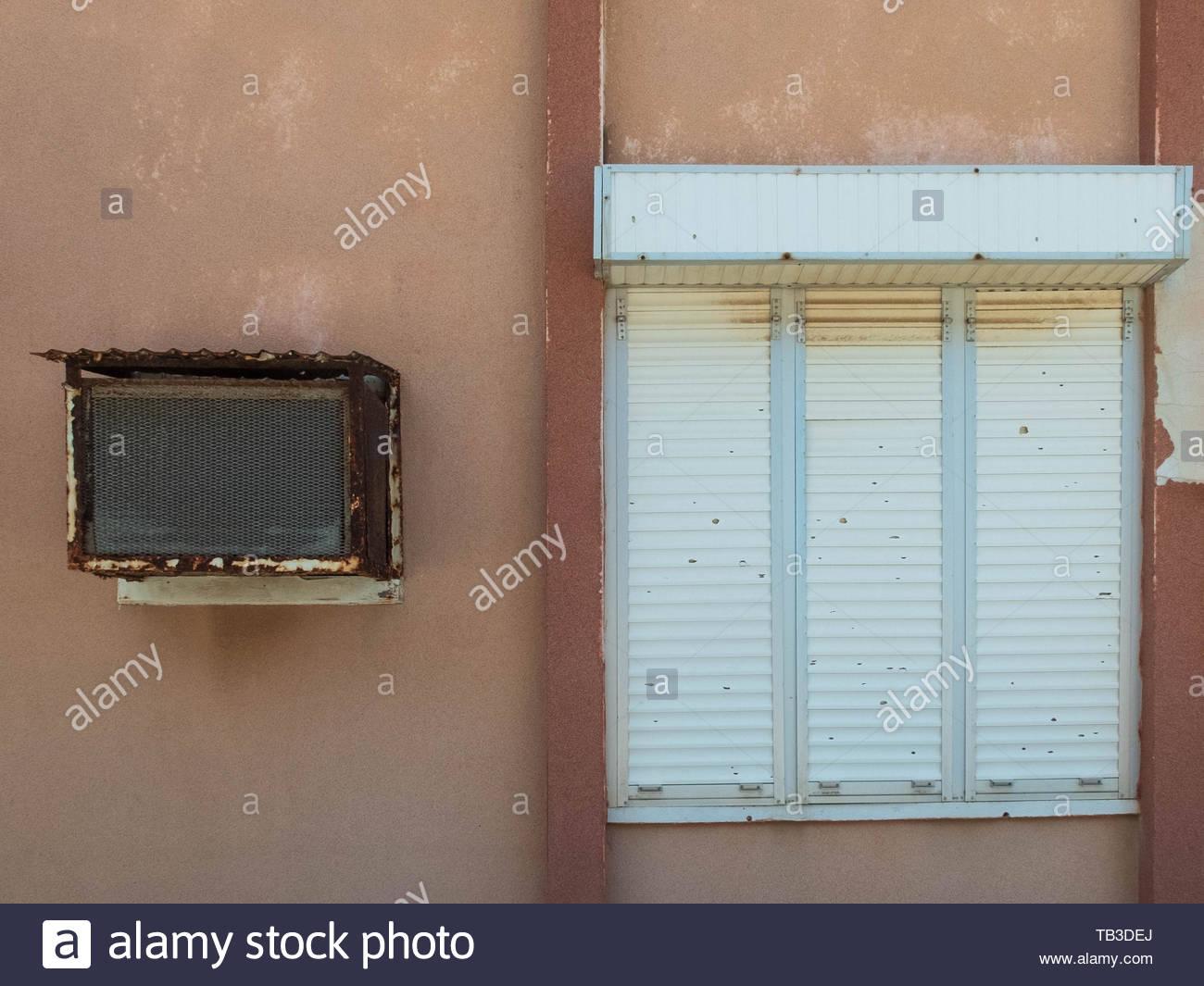 Full Size of Fenster Klimaanlage Alte Und Mit Geschlossenen Rolling Maße Bodentief Sicherheitsfolie Schüko Polnische Integriertem Rollladen Zwangsbelüftung Nachrüsten Wohnzimmer Fenster Klimaanlage
