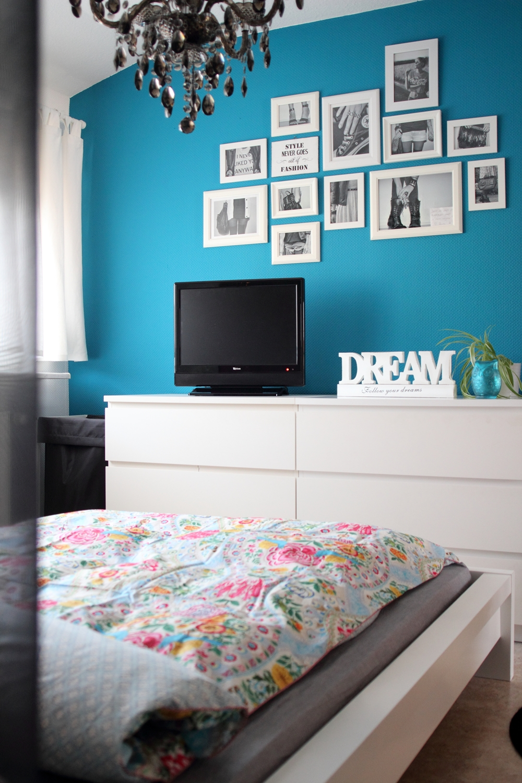 Full Size of Deko Schlafzimmer Wand Bettwsche Pip Blaue Bilderwand Lavie Deboite Deckenleuchte Wandtattoo Wandleuchte Bad Badezimmer Rauch Kronleuchter Wohnzimmer Wandregal Wohnzimmer Deko Schlafzimmer Wand