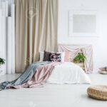 Vorhang Schlafzimmer Wohnzimmer Auf Im Weiblichen Schlafzimmer Mit Günstig Stehlampe Klimagerät Für Betten Schranksysteme Wandleuchte Vorhang Wohnzimmer Vorhänge Romantische Eckschrank