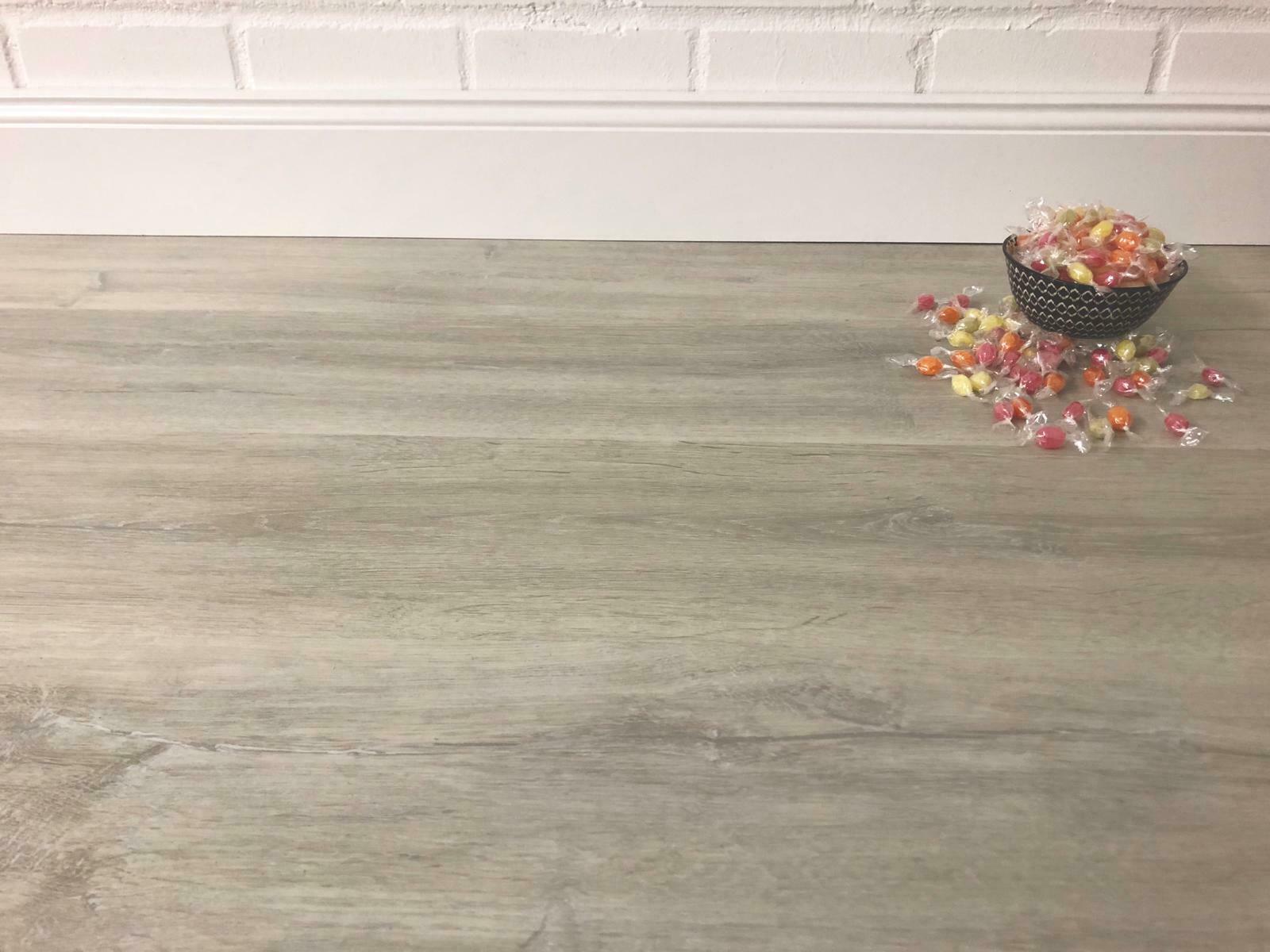 Full Size of Vinylboden Küche Grau Living Piment Eiche Weiss Landhausdiele Hdf Sideboard Holzregal Gardinen Für Die Sprüche Miniküche Im Bad Hochglanz Kreidetafel Sofa Wohnzimmer Vinylboden Küche Grau