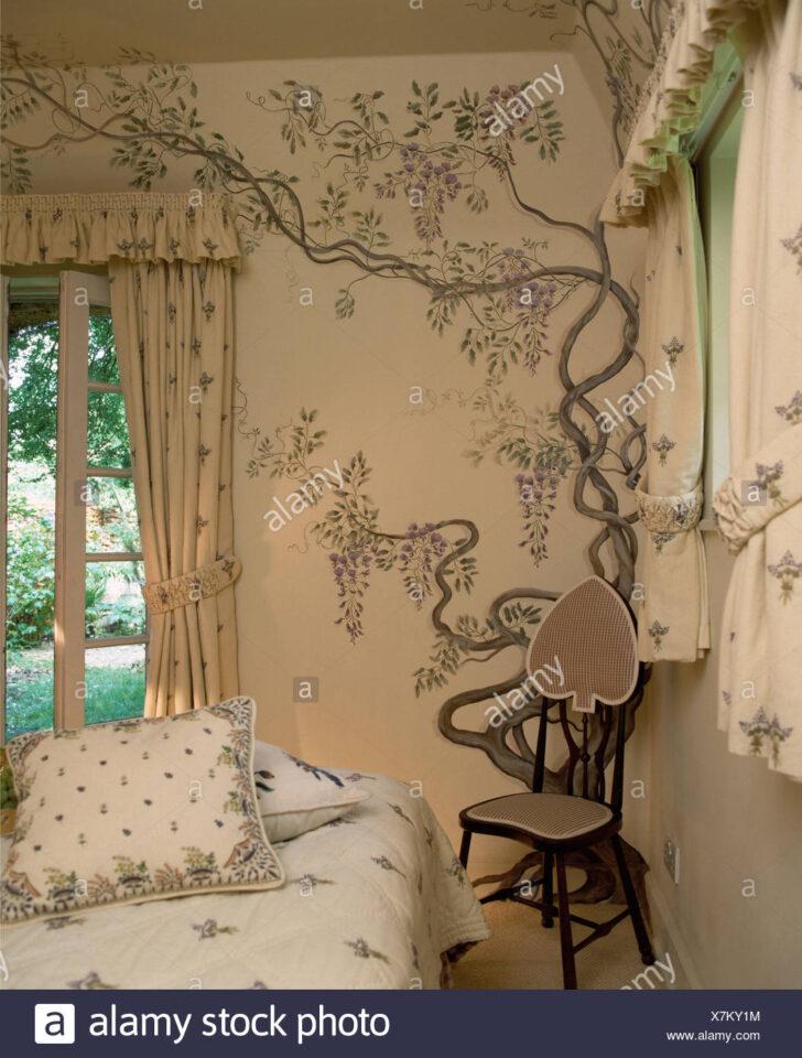 Medium Size of Kleiner Stuhl In Der Ecke Htte Schlafzimmer Mit Handgemalten Sessel Wandlampe Bad Deko Badezimmer Teppich Luxus Glaswand Dusche Wandfliesen Küche Günstige Wohnzimmer Deko Schlafzimmer Wand