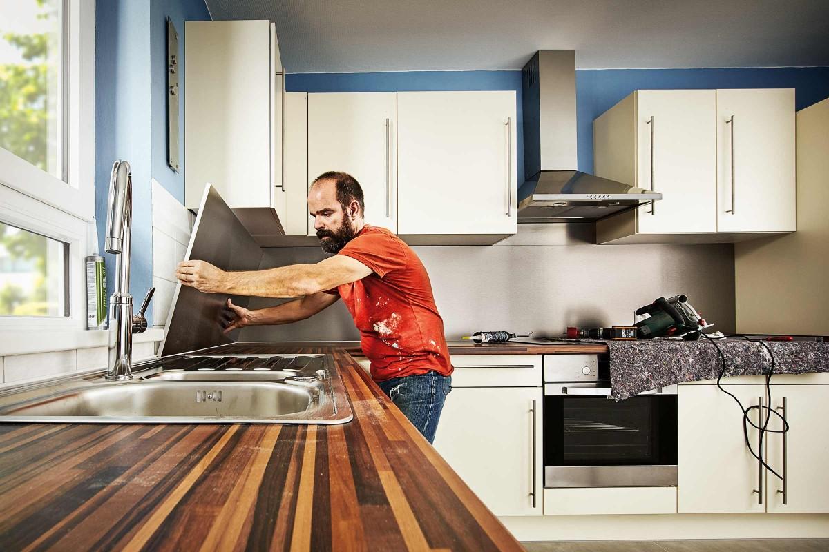 Full Size of Kche Gestalten Hornbach Deckenleuchte Küche Planen Kostenlos Aufbewahrungssystem Ikea Kosten Ebay Sockelblende Was Kostet Eine Schwingtür Betonoptik Doppel Wohnzimmer Memoboard Küche