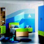 Kinderzimmer Mit Schragen Regal Weiß Regale Sofa Wohnzimmer Wandgestaltung Kinderzimmer Jungen