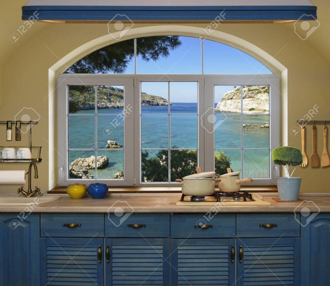 Large Size of Küche Blau Innen Kche Vorbereiten Mittagessens Zu Hause Auf Mintgrün Landhausküche Schnittschutzhandschuhe Unterschrank Einbauküche Gebraucht Holz Wohnzimmer Küche Blau
