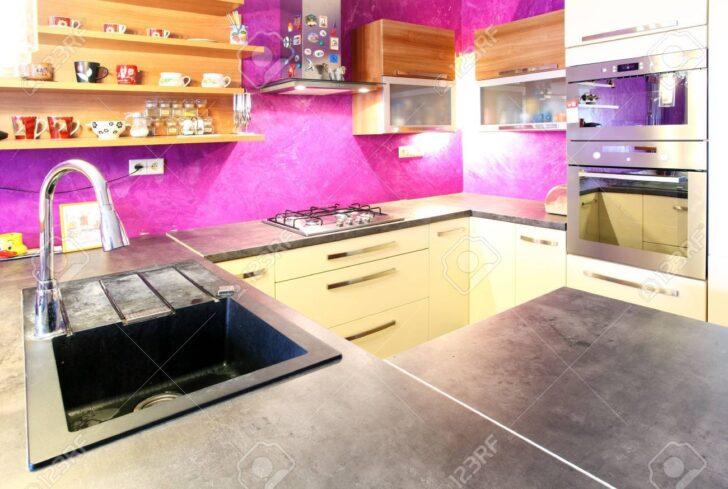 Rosa Kche Lizenzfreie Fotos Miniküche Mit Kühlschrank Wanduhr Küche Ikea Kosten Eiche Klapptisch Einbauküche Kaufen E Geräten Günstig Waschbecken Wohnzimmer Rosa Küche