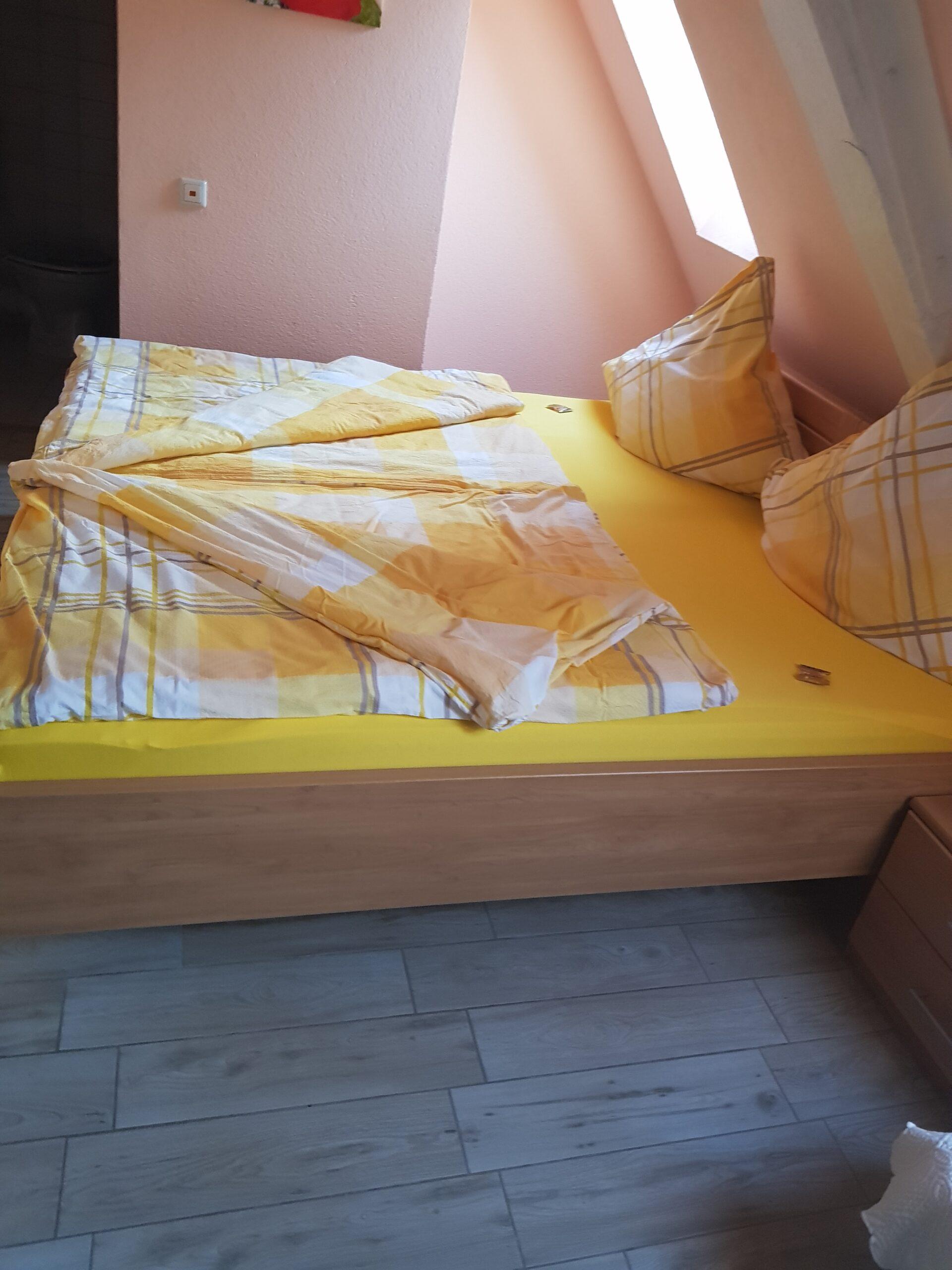 Full Size of Couch Ausklappbar Pensionszimmer Der Schfer Hof Ausklappbares Bett Wohnzimmer Couch Ausklappbar