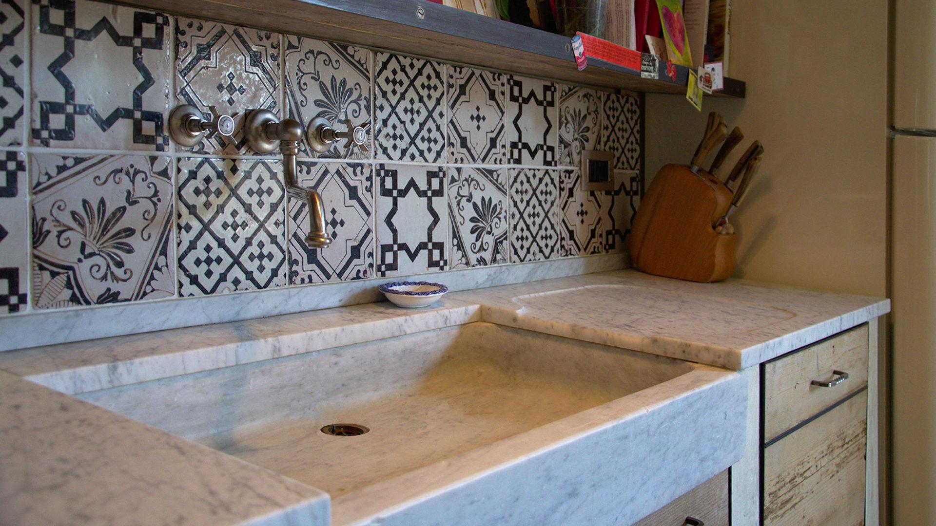 Full Size of Splbecken Stein Naturstein Travertin Led Panel Küche Aluminium Verbundplatte Sideboard Mit Arbeitsplatte Billige Selbst Zusammenstellen Einhebelmischer Holz Wohnzimmer Waschbecken Küche Weiß