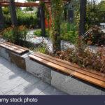 Sitzbank Holz Garten Mit Aus Stein Und Gemacht Stockfoto Schaukelstuhl Trampolin Relaxsessel Pavillion Bett Ausziehtisch Klapptisch Whirlpool Relaxliege Wohnzimmer Sitzbank Holz Garten